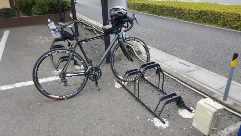 山田うどんのバイクラック