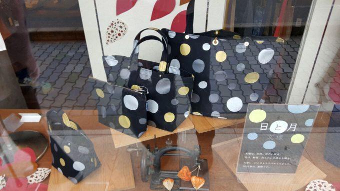 一澤信三郎帆布の商品ディスプレイ