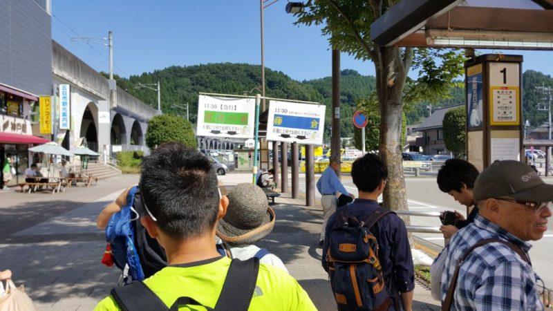 武蔵五日市駅前のバス停