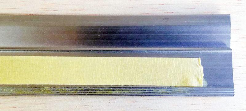 アルミ製定規の滑り止め加工
