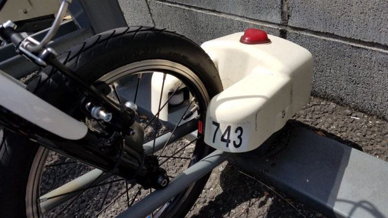ダホンK3を駐輪場に置く