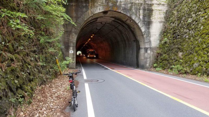 奥多摩湖前のトンネル