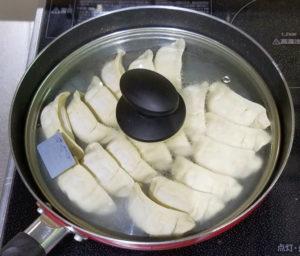 餃子の満州、冷凍餃子の調理(フライパンの場合)
