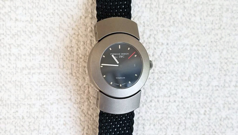 ポルシェデザインの時計を壁掛け