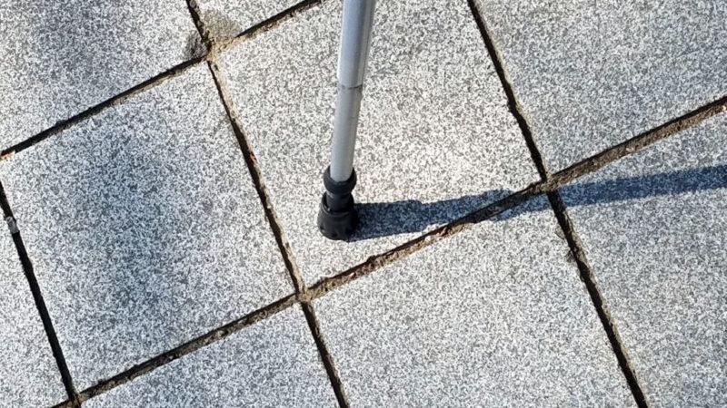 石畳でトレッキングポール