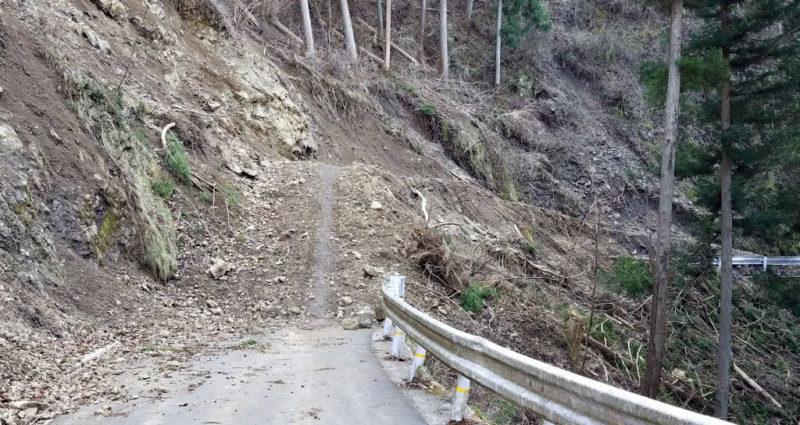 時坂峠の土砂崩れ