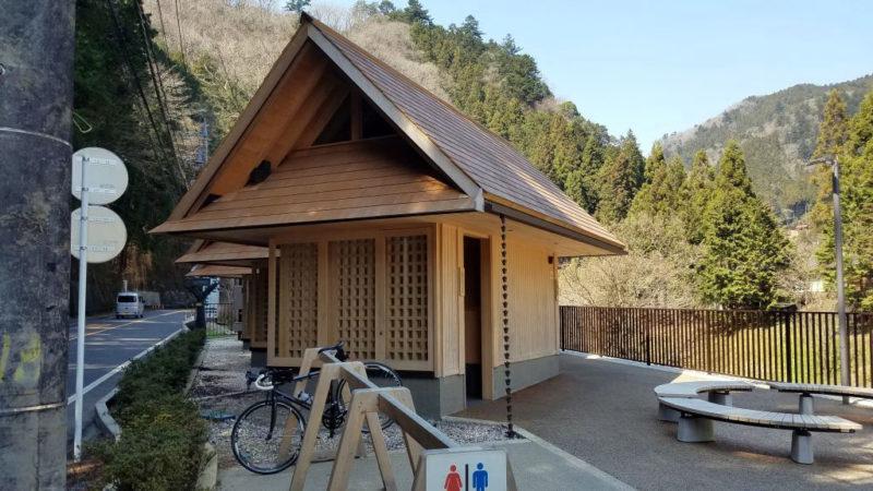 檜原街道の公衆トイレ