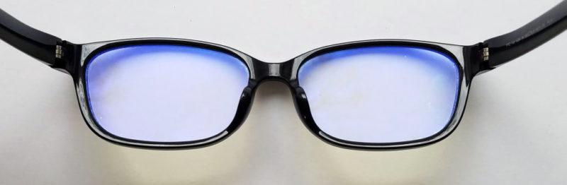 PCメガネの反射光は青い