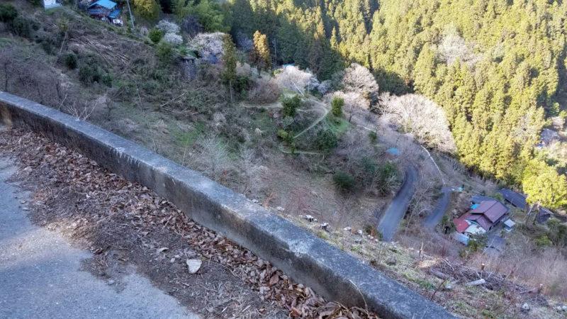 時坂峠のコースを見下ろす
